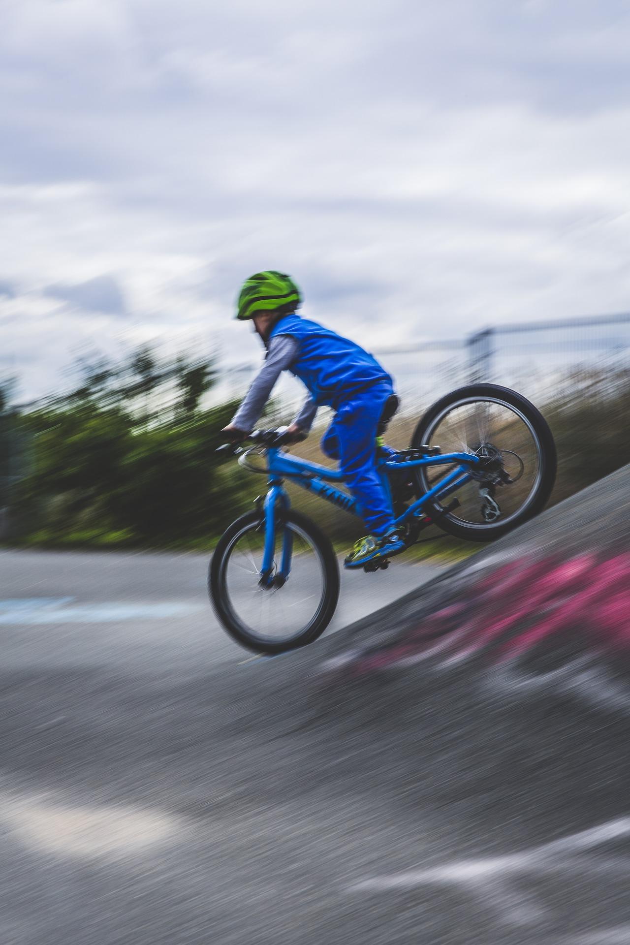 Kind beim Fahrradfahren