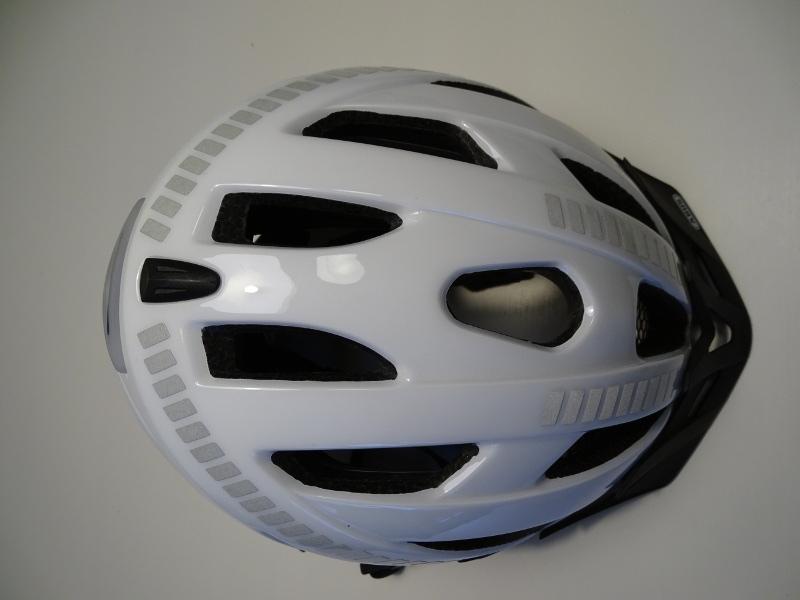 Refkektoren sind über den gesamten Helm verteilt